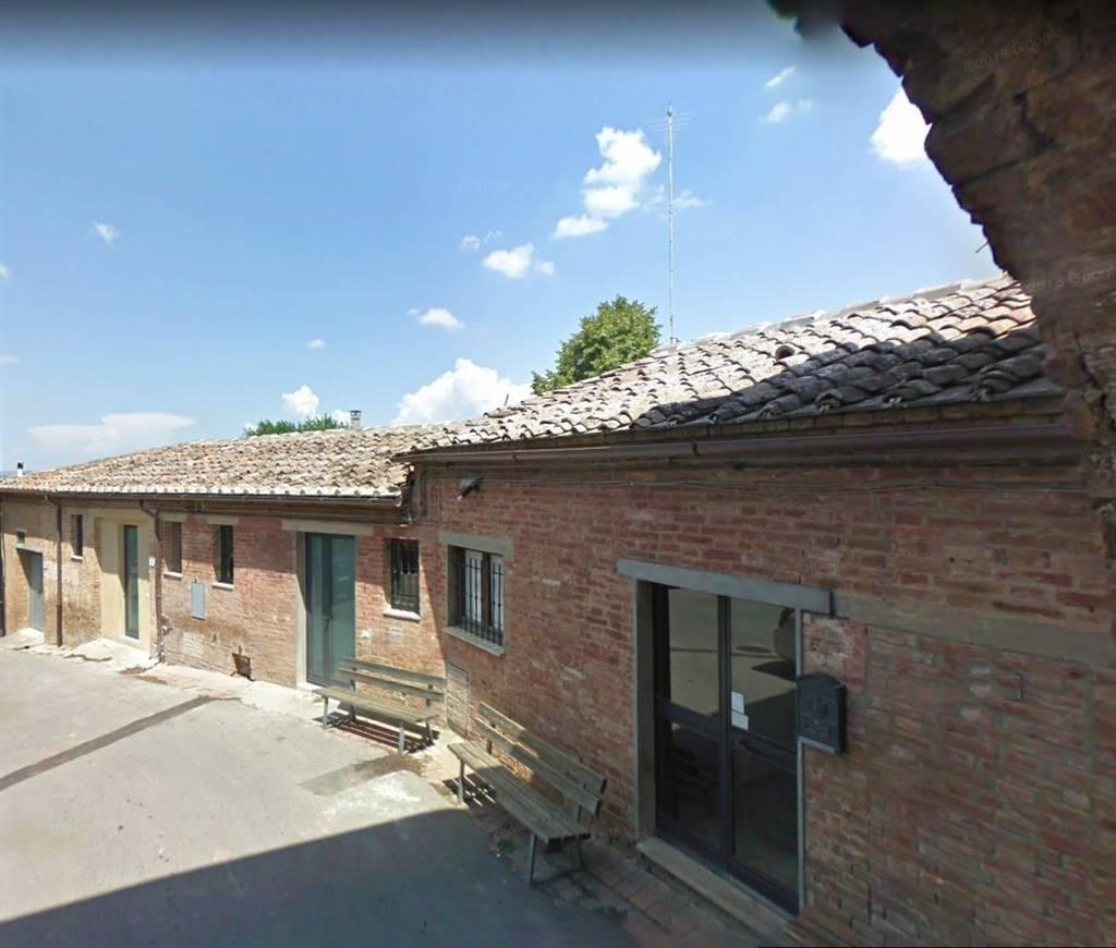 Nell'incantevole borgo di Lucignano d'Arbia caratterizzato da numerosi esempi di architettura medioevale nonchè dalla sua antichissima Pieve, porzione al piano terreno con ingresso indipendente e