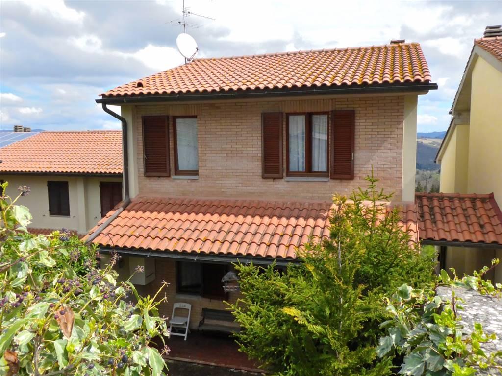 Nella frazione di Vagliagli, nel comune di Castelnuovo Berardenga, immerso nel Chianti in piacevole contesto residenziale, proponiamo terratetto in