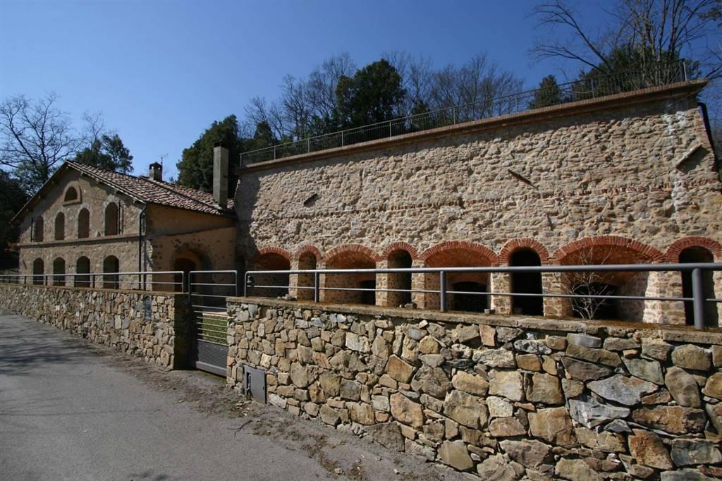 In località le Miniere di Murlo a poca distanza dal borgo di Murlo vendesi antica fornace trasformata in abitazione di mq 240, con ampio garage