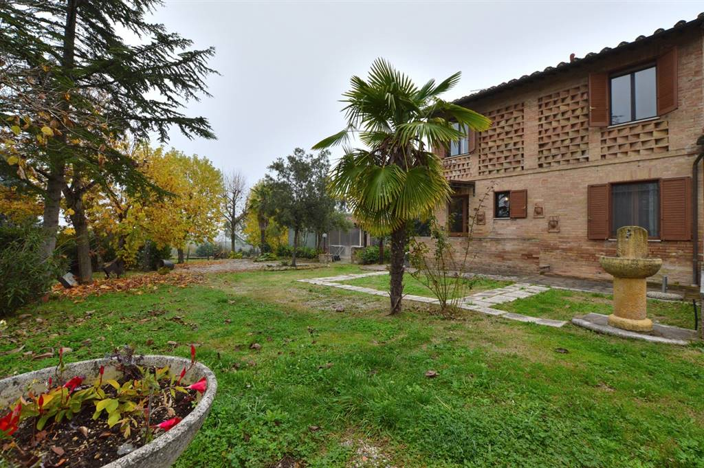 GINESTRETO, SIENA, Apartment for sale of 83 Sq. mt., Excellent Condition, Heating Individual heating system, Energetic class: G, Epi: 175 kwh/m2 year, placed at Ground on 1, composed by: 4 Rooms,