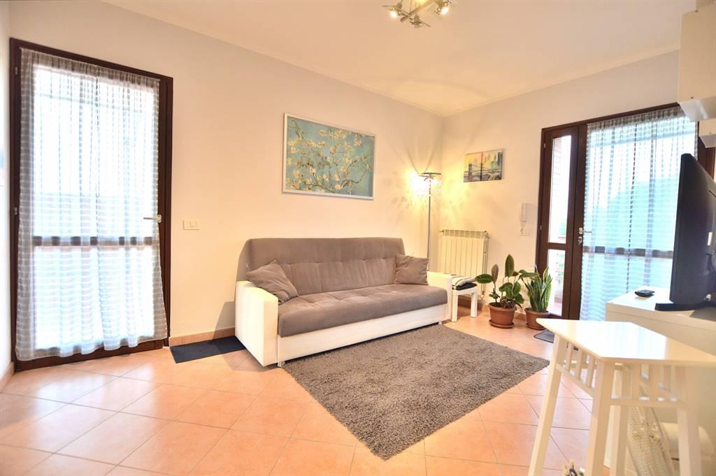 Splendida vista sulla città di Siena per questo appartamento di recente costruzione posto al primo ed ultimo piano di una piccola palazzina in