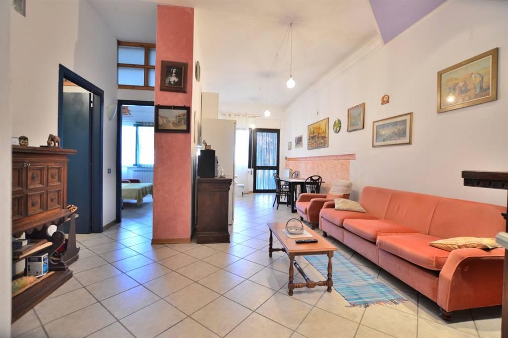 In località Castellina Scalo, in piacevole contesto residenziale vicino a tutti i principali servizi, proponiamo appartamento posto al piano terra
