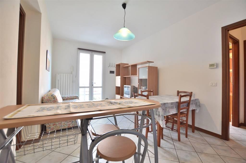 Via di Tassinaia, in piacevole contesto residenziale, proponiamo appartamento posto al piano primo di una bella palazzina di recente costruzione (anno 2005) così composto: ingresso singolo da resede