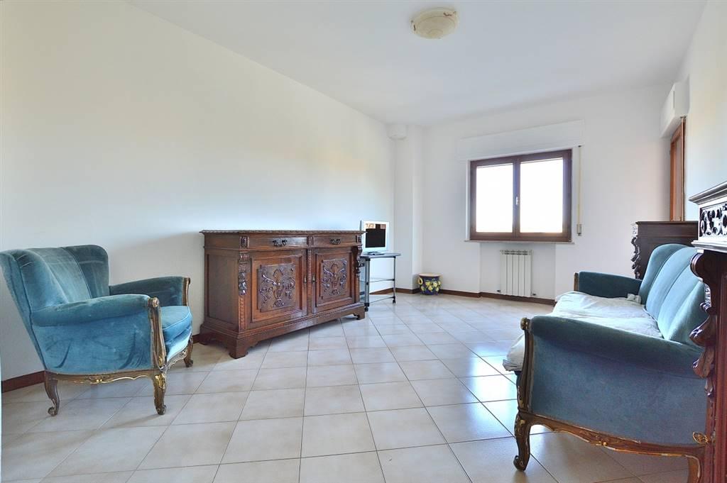 Ponte a Tressa, in piacevole contesto residenziale, proponiamo ampio appartamento posto al secondo piano di una palazzina in mattoni faccia vista dei