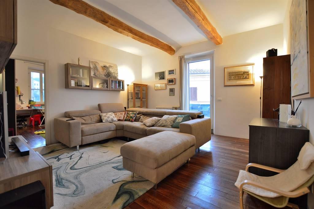 Vescovado di Murlo, in zona centrale, proponiamo signorile appartamento in perfette condizioni libero su tre lati posto al primo ed ultimo piano di una particolare palazzina. All'immobile si accede