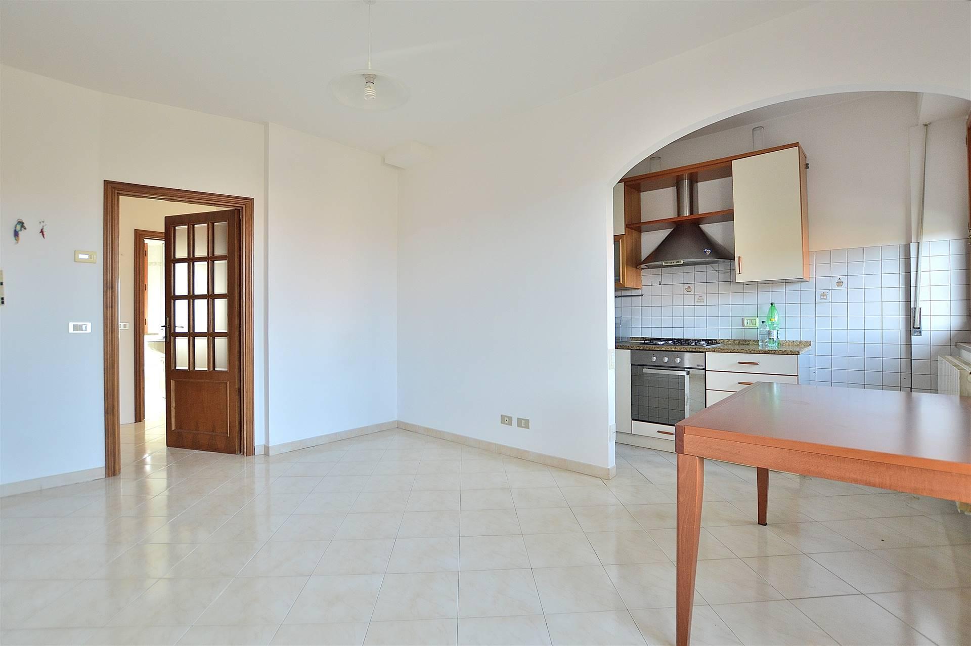 In località Le More, in piacevole contesto residenziale, proponiamo appartamento posto al primo piano di una piccola palazzina in mattoni faccia