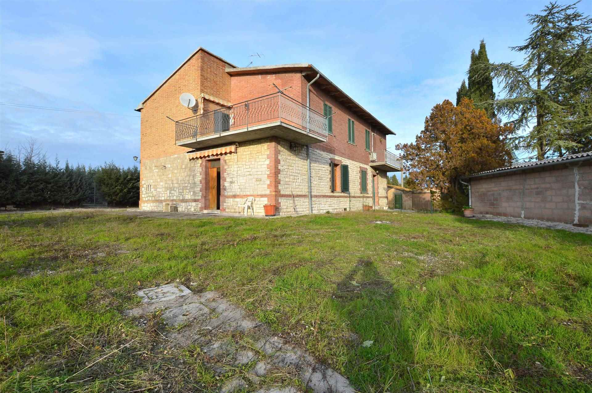 ASCIANO, Apartment for sale of 152 Sq. mt., Be restored, Heating Individual heating system, Energetic class: G, Epi: 175 kwh/m2 year, placed at