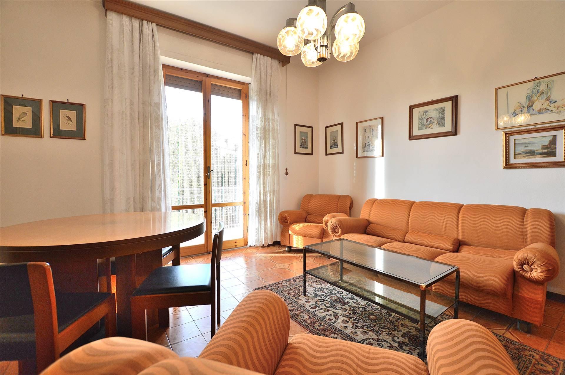 Vescovado di Murlo, in zona tranquilla e servita, proponiamo ampio appartamento posto al primo piano di una piccola palazzina così composto: ingresso,