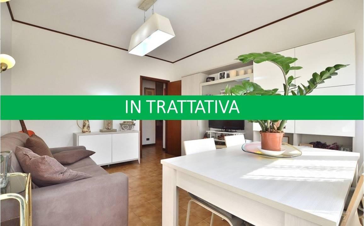 Ponte a Tressa, in piacevole e tranquillo contesto residenziale, proponiamo appartamento posto al piano primo di una piccola palazzina così composto: