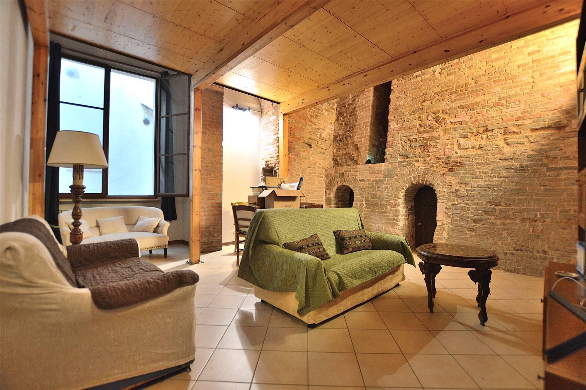 Pian delle Fornaci, in piacevole contesto residenziale proponiamo caratteristico appartamento al piano terreno totalmente ristrutturato all'interno