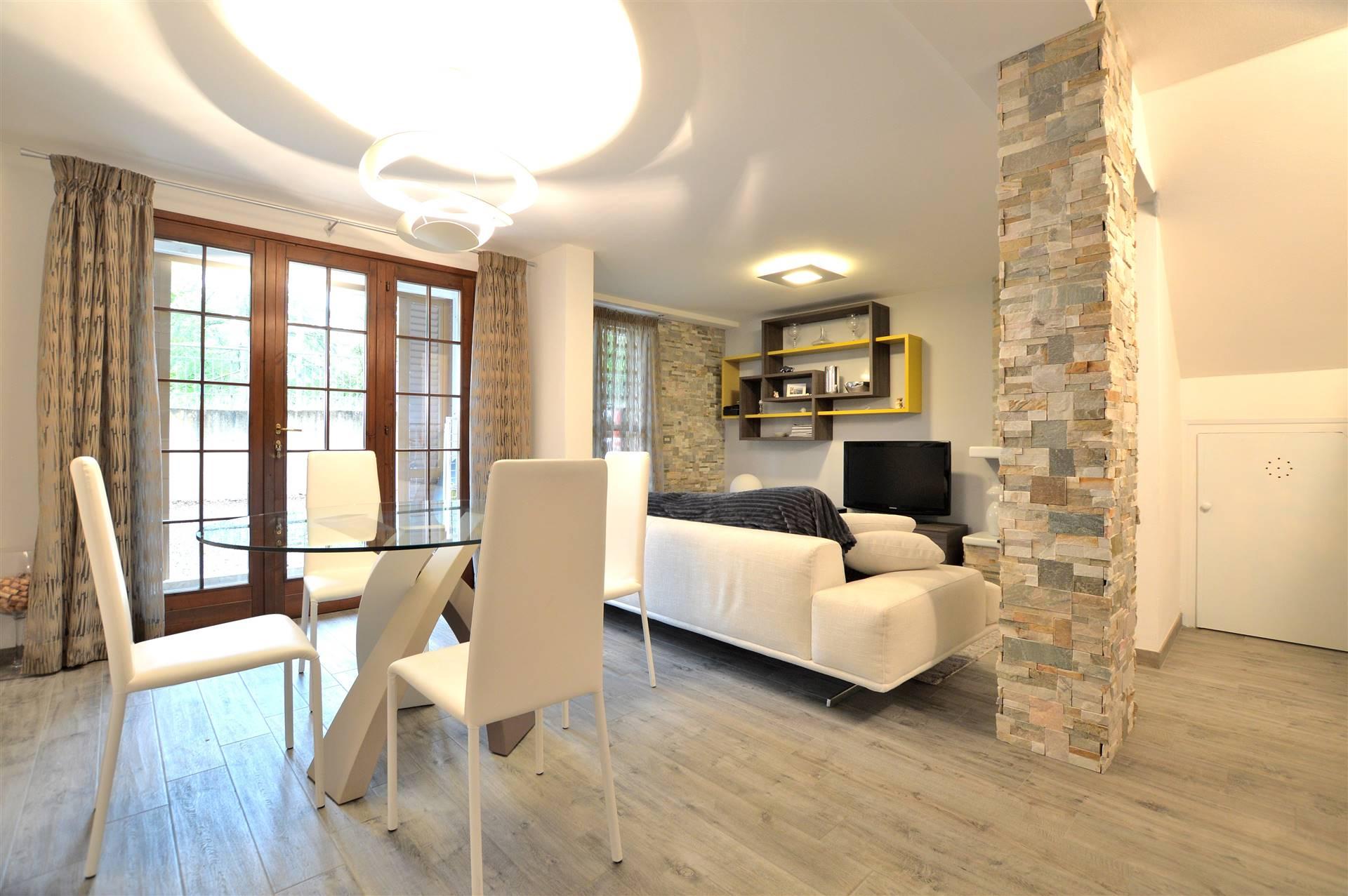 Isola d'Arbia, a pochi minuti da Siena in piacevole contesto residenziale, proponiamo appartamento completamente e finemente ristrutturato di ca. 75