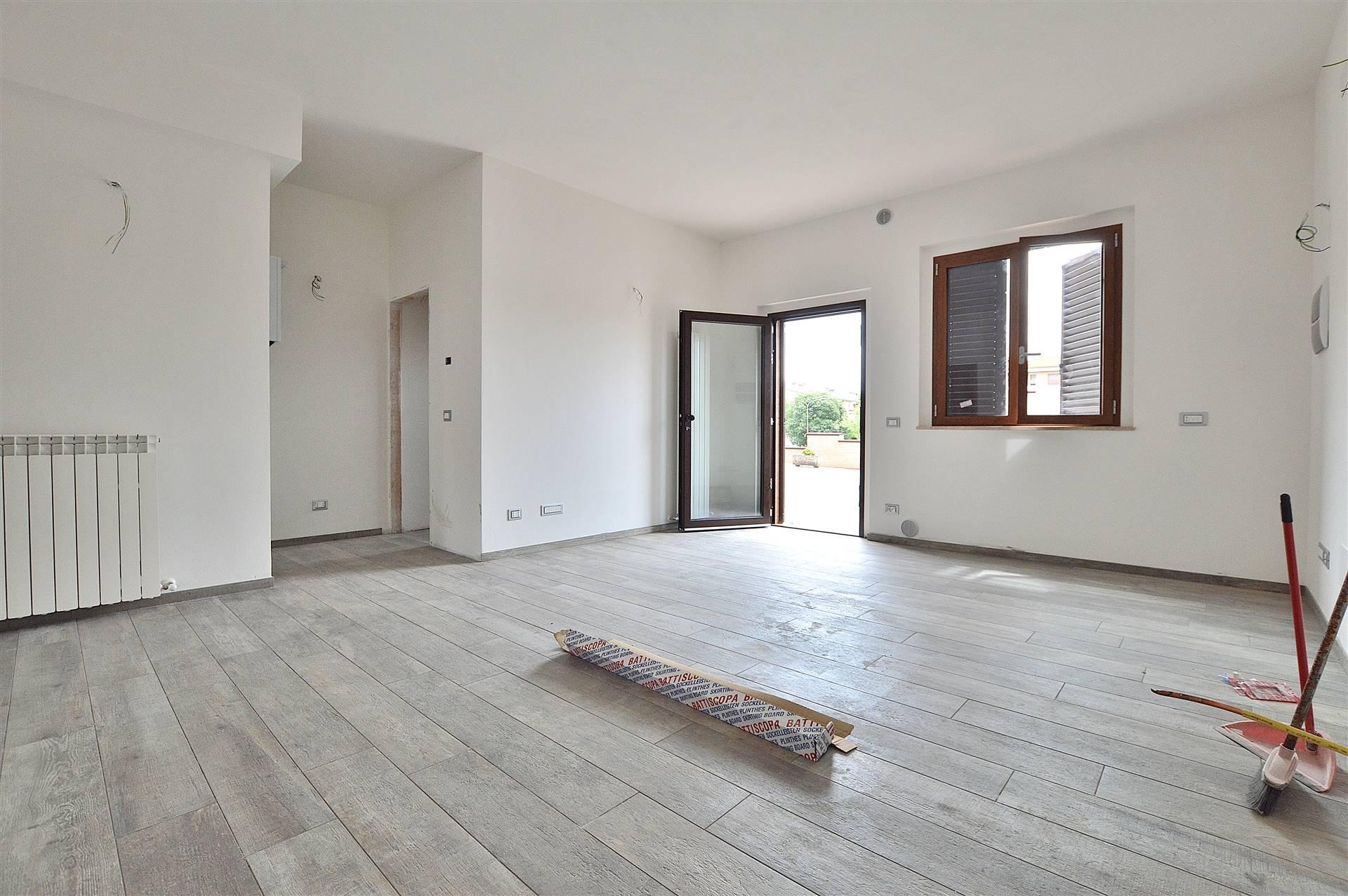 Ponte a Tressa, in piacevole contesto residenziale, proponiamo grazioso e ampio bilocale posto al piano terra di una piacevole palazzina in mattoni faccia vista di recente costruzione. L'immobile si