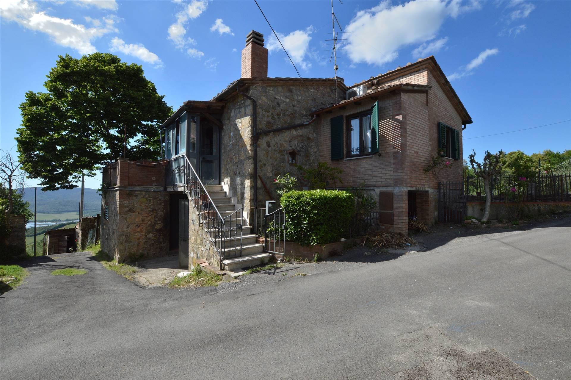 Nelle vicinanze di Casciano di Murlo, in piccolo e caratteristico borgo , proponiamo immobile completamente indipendente in pietra e in mattoni con