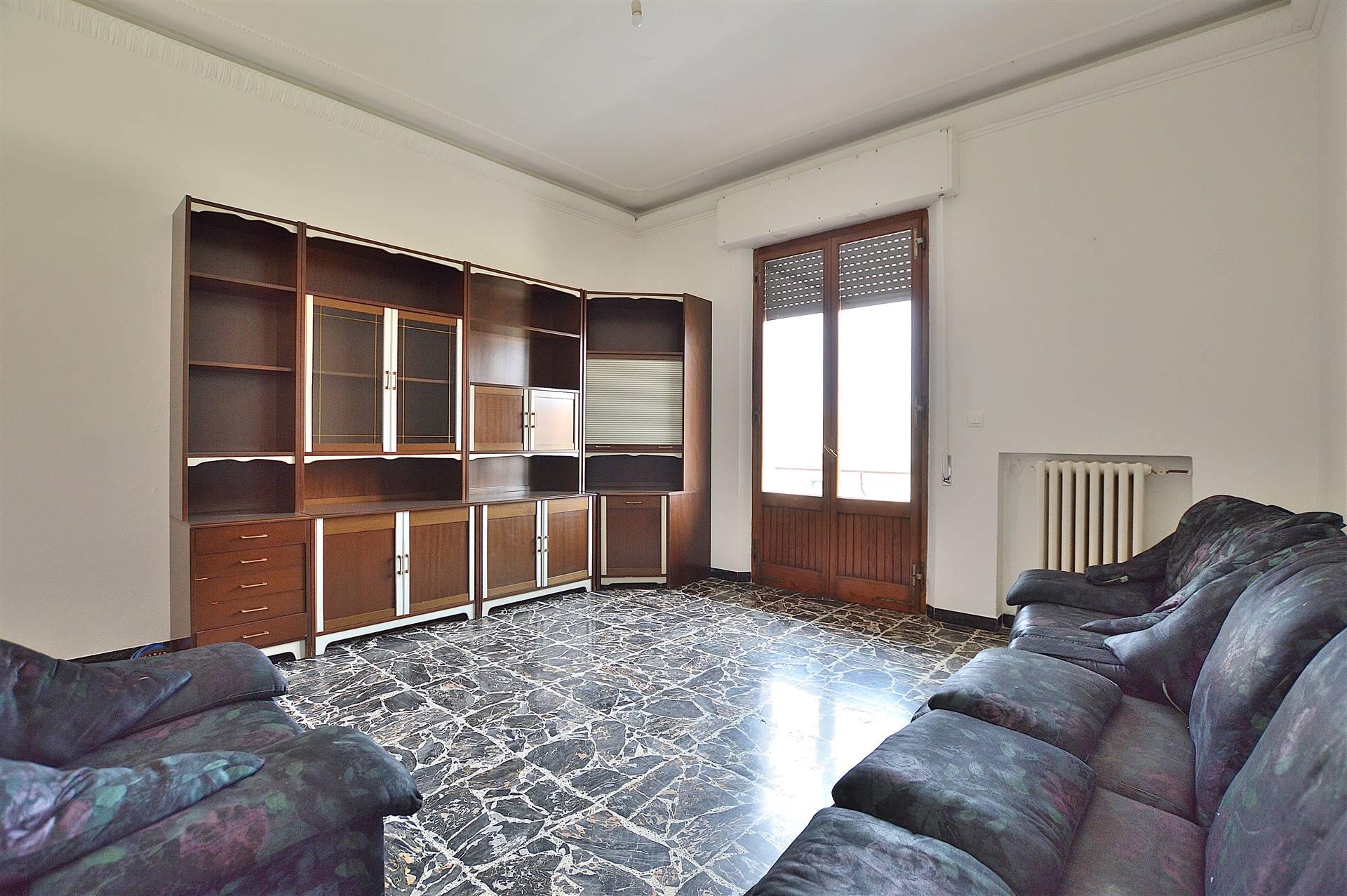 Monteroni d'Arbia, in zona centrale e tranquilla, proponiamo ampio appartamento posto al secondo ed ultimo piano di una piccola palazzina di soli 4