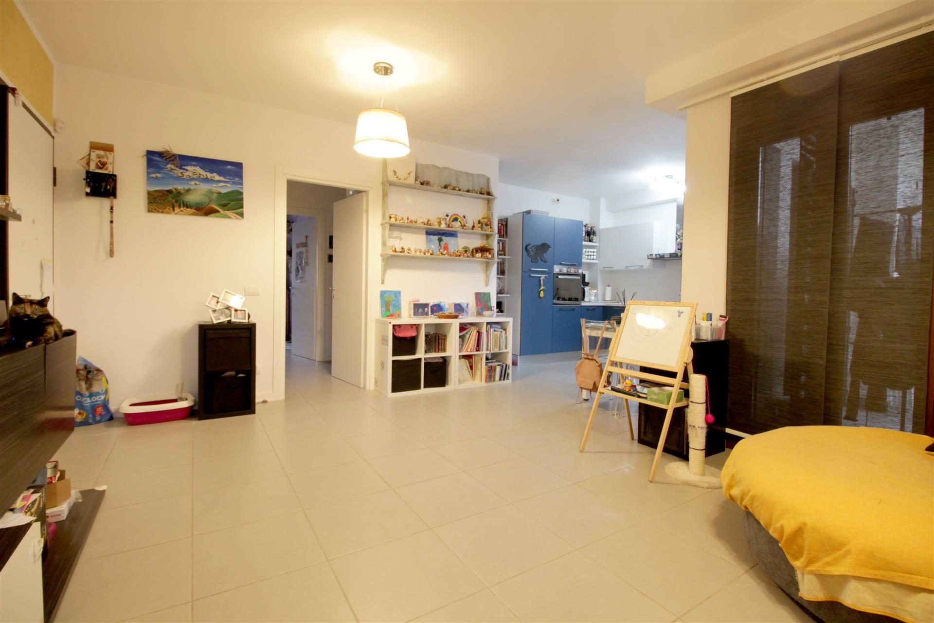 In loc. San Martino, proponiamo grazioso appartamento di recente costruzione (2016) di circa 80 mq così composto: ampio living con cucina a vista, comodo ripostiglio, terrazzo abitabile, 1 camera