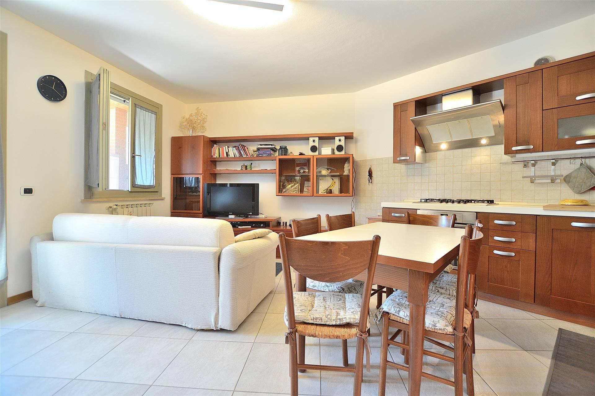 Zona Coroncina, in piacevole contesto residenziale, proponiamo appartamento posto al piano primo con ascensore di una piccola palazzina in mattoni