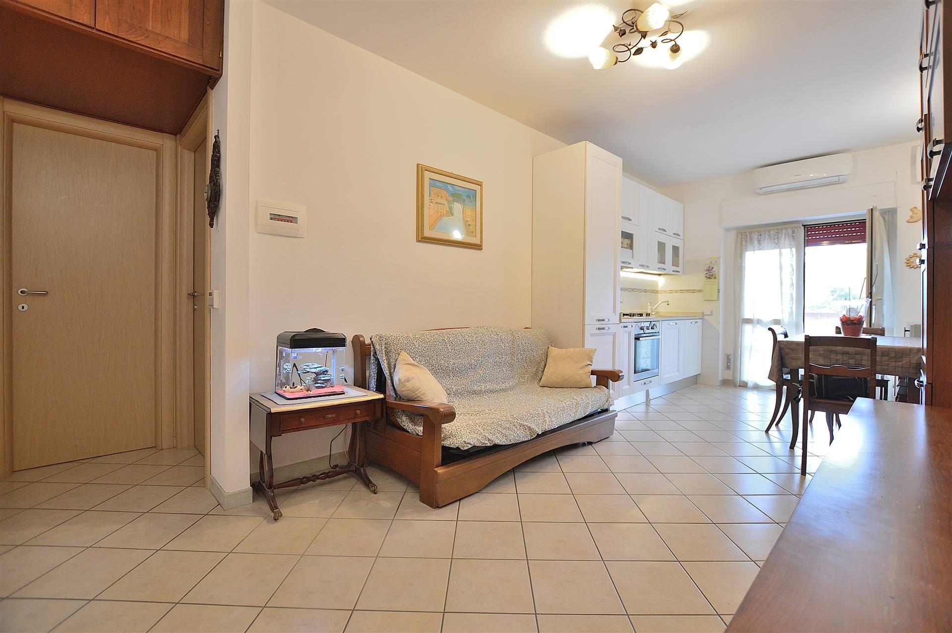Ponte a Tressa, in piacevole contesto residenziale, proponiamo appartamento con resede piastrellato posto al piano terra di una bella palazzina in