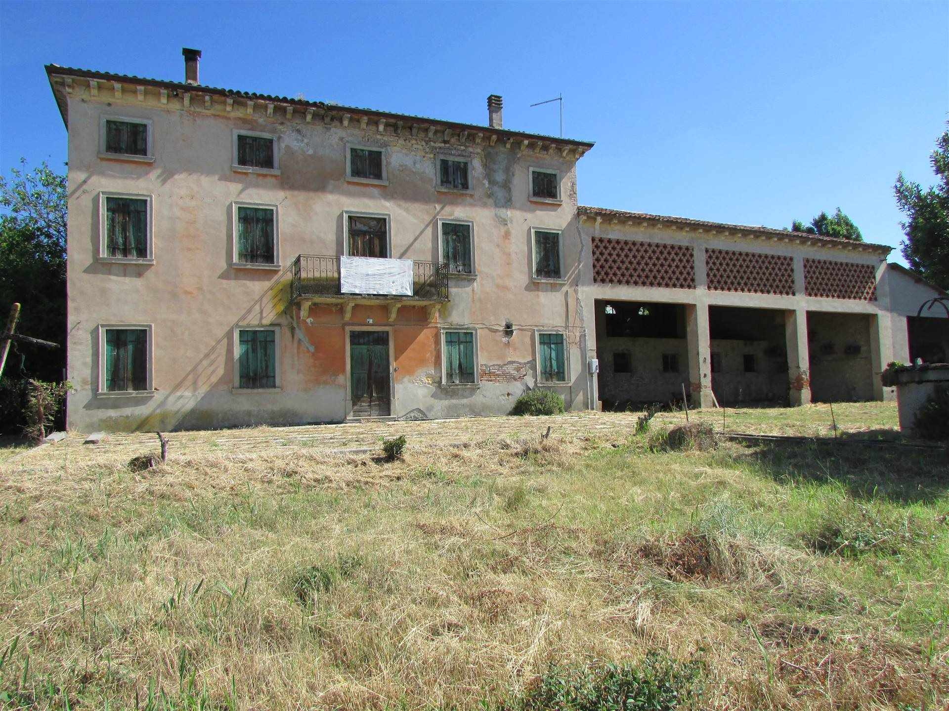 ARCOLE, Farmhouse for sale of 625 Sq. mt., Be restored, Energetic class: G, Epi: 0 kwh/m2 year, placed at Ground on 3, composed by: 11 Rooms, Garden