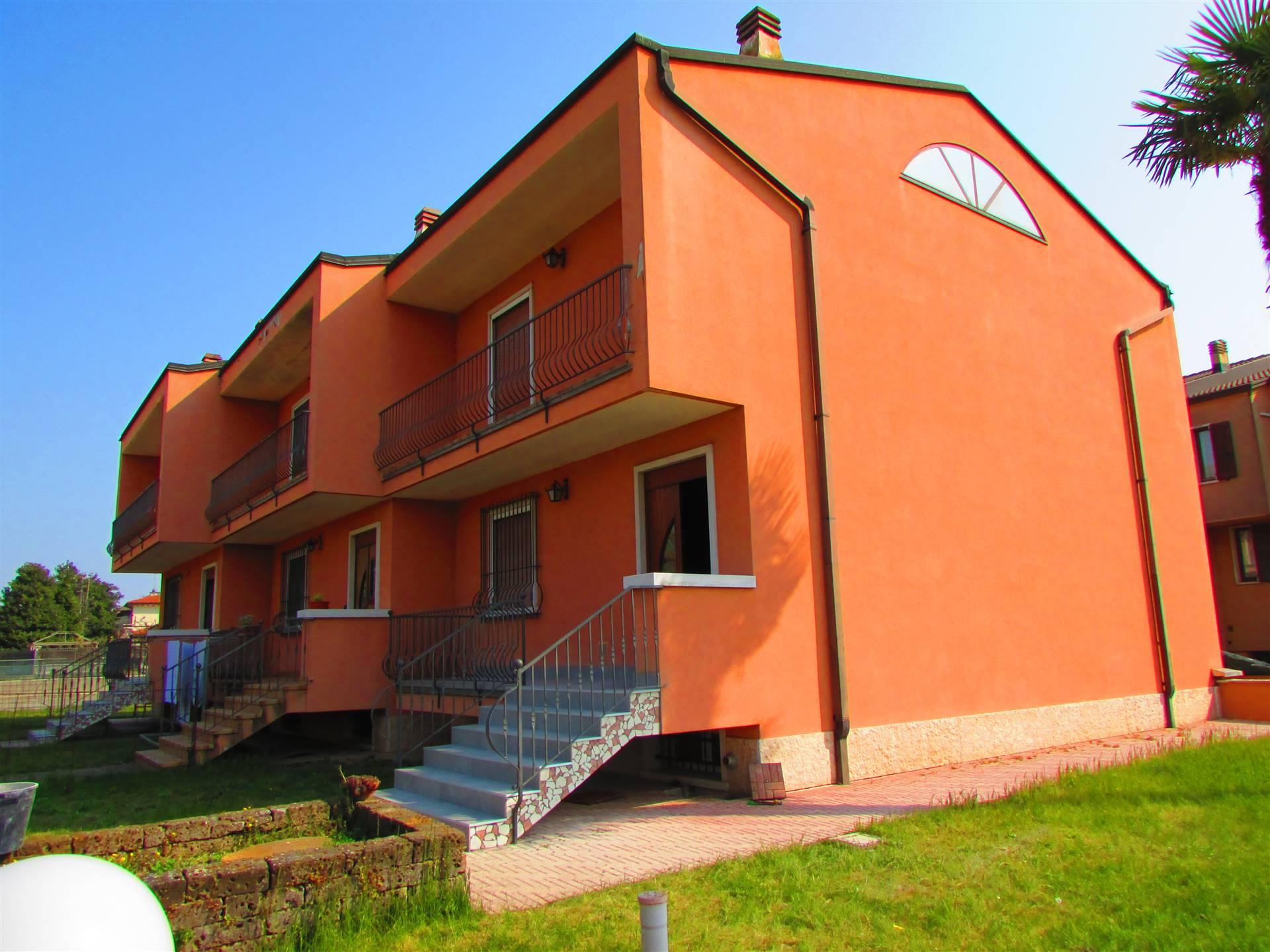 ALBAREDO D'ADIGE, Villa a schiera in vendita di 120 Mq, Ottime condizioni, Riscaldamento Autonomo, Classe energetica: D, posto al piano Terra su 2,