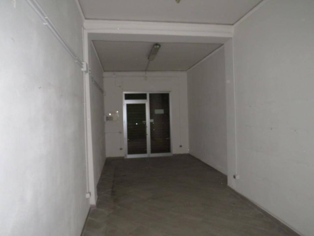 AURISPA, PALERMO, Business unit for rent of 70 Sq. mt., Good condition, Energetic class: G, Epi: 175 kwh/m3 year, placed at Ground, composed by: 2