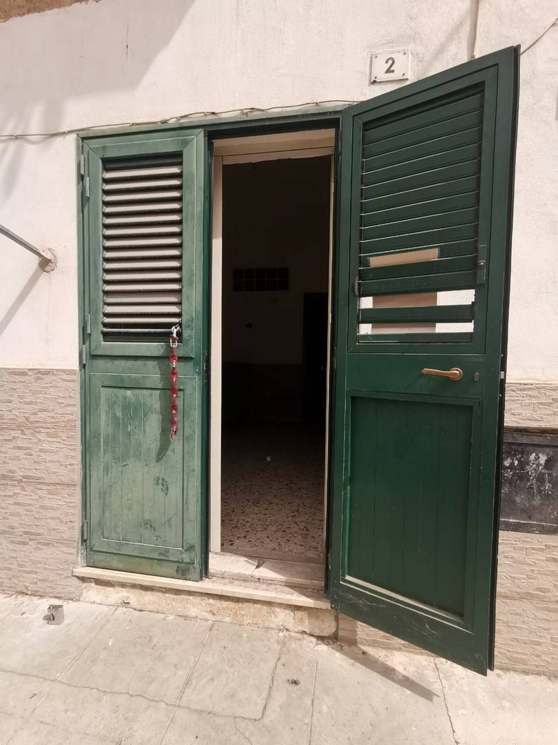 CANTIERI, PALERMO, Independent Apartment for sale, Be restored, Heating Non-existent, Energetic class: G, Epi: 195 kwh/m2 year, placed at Ground on 1,