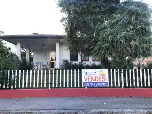 Villa in vendita a Granze, 8 locali, prezzo € 175.000 | CambioCasa.it