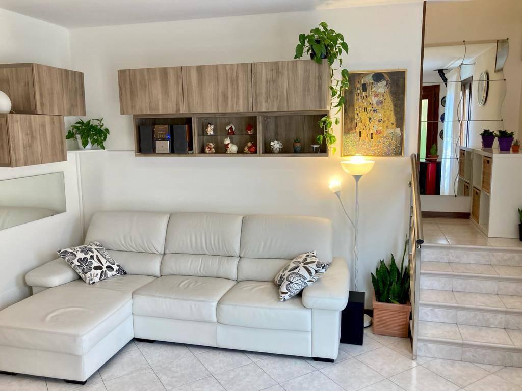 Villa a Schiera in vendita a Granze, 5 locali, prezzo € 129.000 | CambioCasa.it