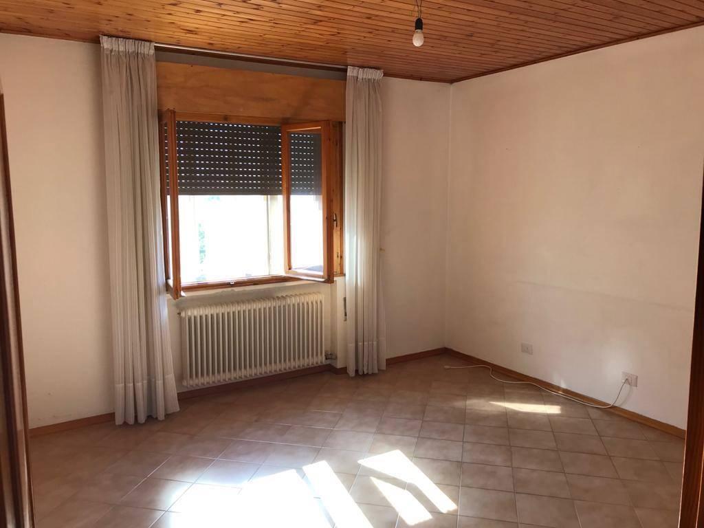 Appartamento in affitto a Este, 6 locali, prezzo € 550 | CambioCasa.it