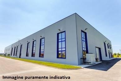 MONTALE, Capannone industriale in affitto di 1200 Mq, Abitabile, Riscaldamento Inesistente, Classe energetica: G, Epi: 178 kwh/m3 anno, posto al