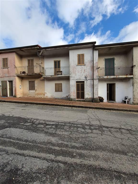 Appartamento in vendita a Canolo, 8 locali, zona Zona: Canolo Nuova, prezzo € 30.000   CambioCasa.it