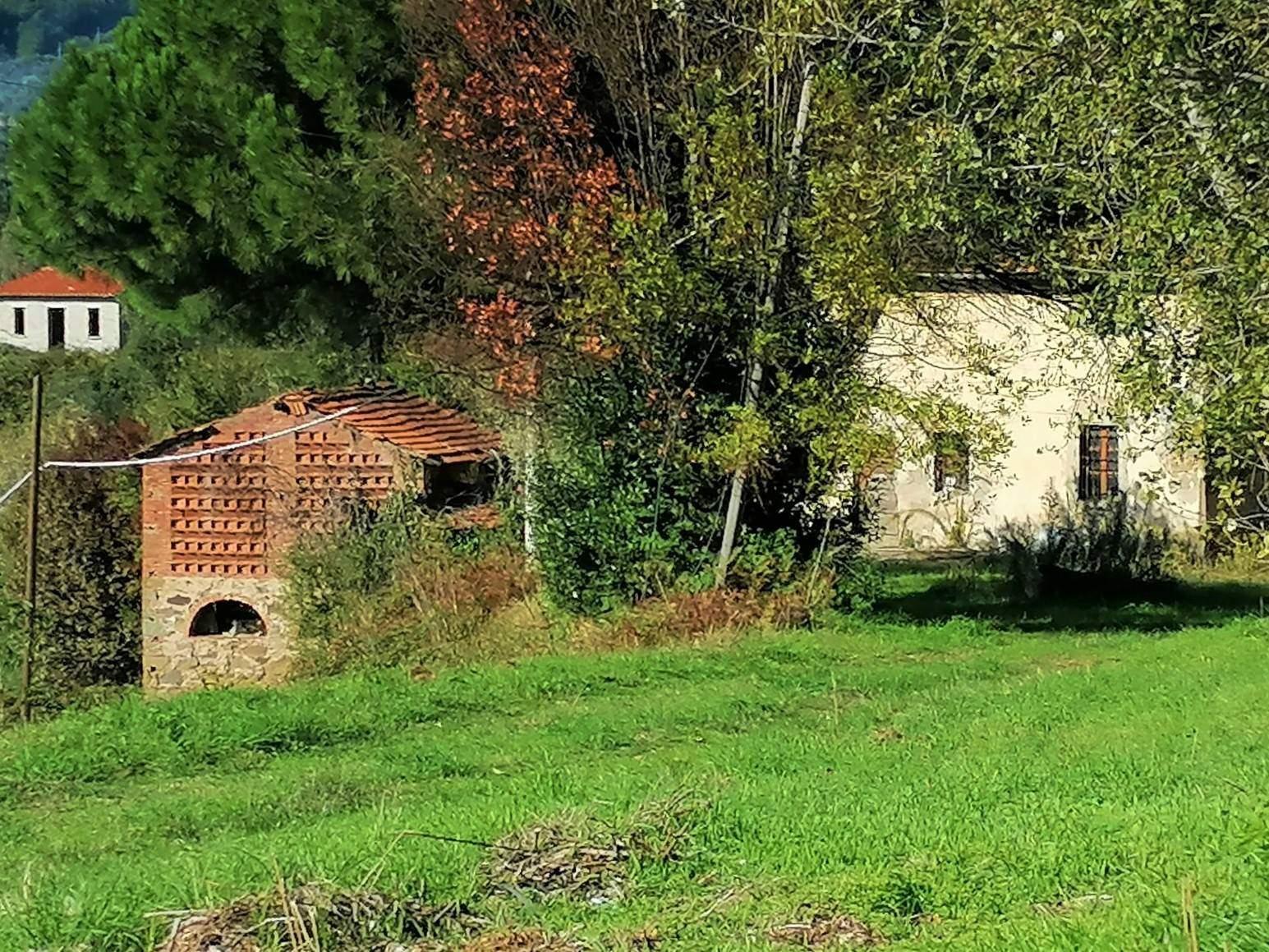 MASSA E COZZILE, Rustico casale in vendita, Da ristrutturare, composto da: 10 Vani, Prezzo: € 300.000